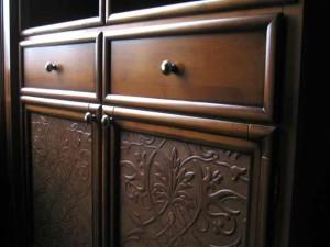 Отделка мебели кожей